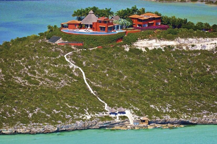 Villa Bajacu en las Islas Turcas y Caicos: Una vez que haya visitado este santuario frente al mar en la cima de una colina, nunca querrás irte