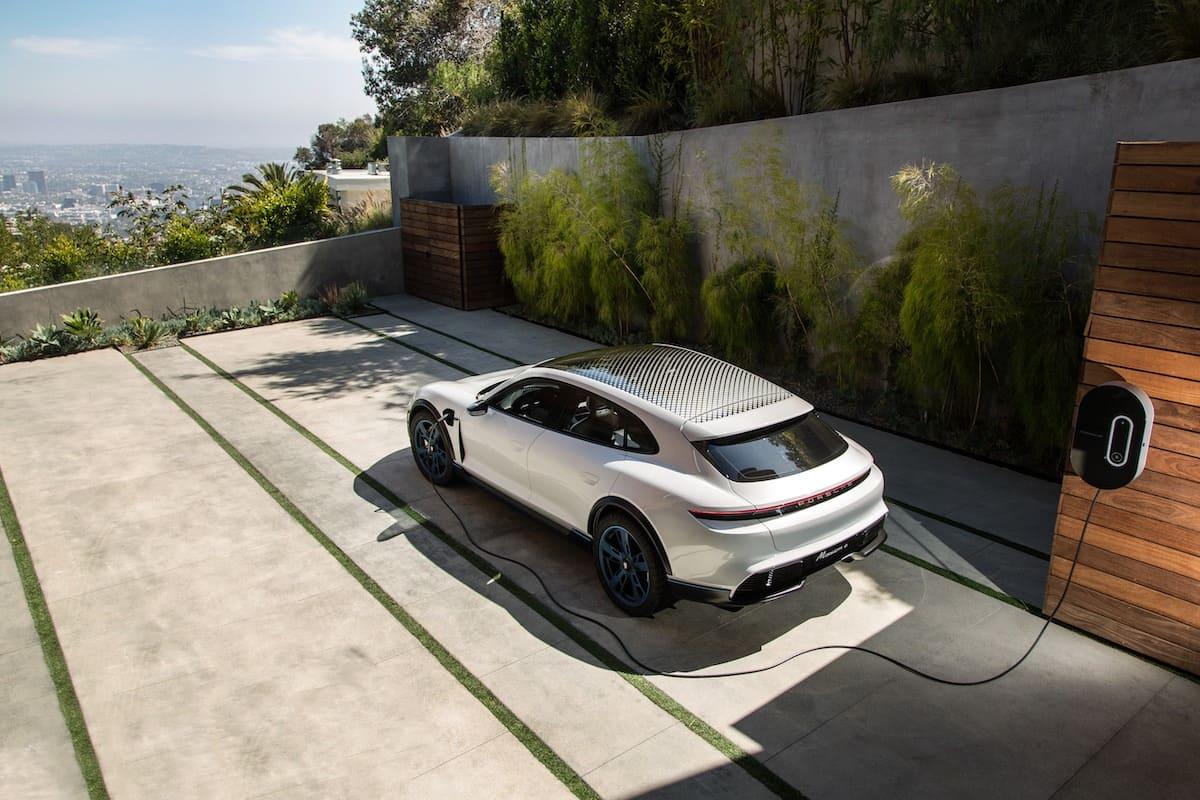 Porsche lanza competencia mundial para desarrolladores con datos del Mission E Cross Turismo