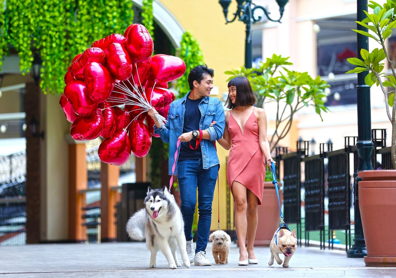 Couple at Venice Grand Canal: Pet-Friendly Malls in Manila