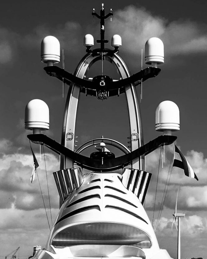 super yacht antenna and satellite connection