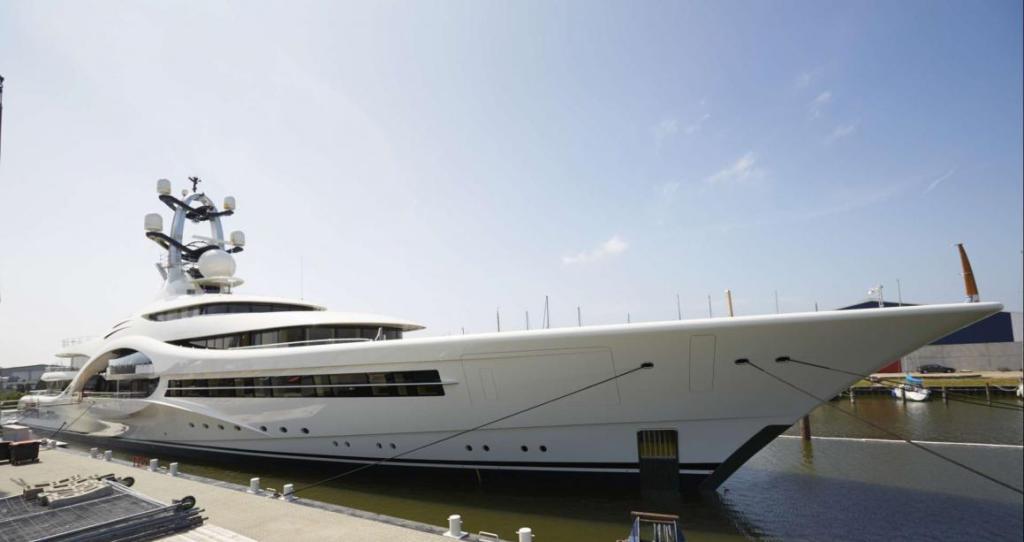 Luxury yacht Anna