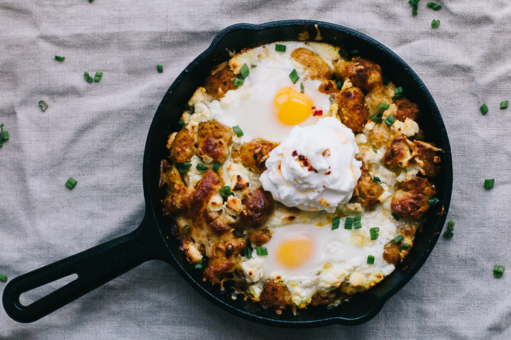 This Cheesy Thai Yellow Curry Tater Tot Bake has spice, warmth, melty cheese, and crunchy tater tots all topped with an egg or two, making it the perfect savory breakfast. | www.megiswell.com