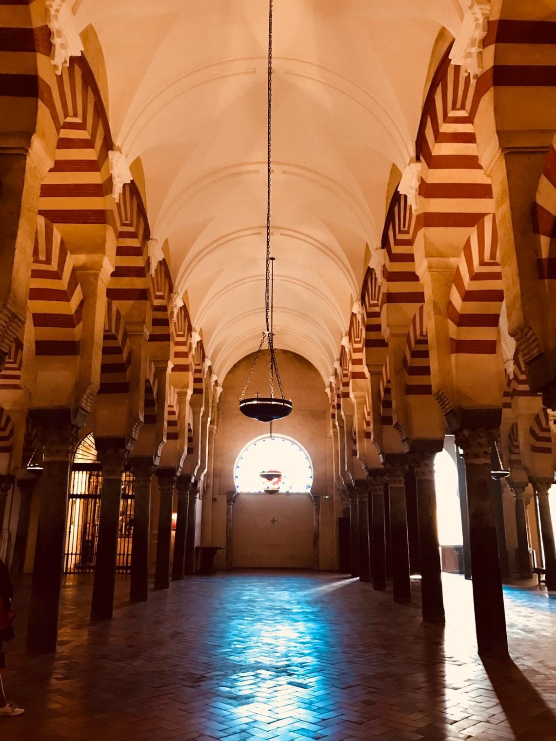 The oil lamp inside the Mesquita.