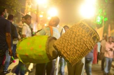 People playing dhak during aarti.