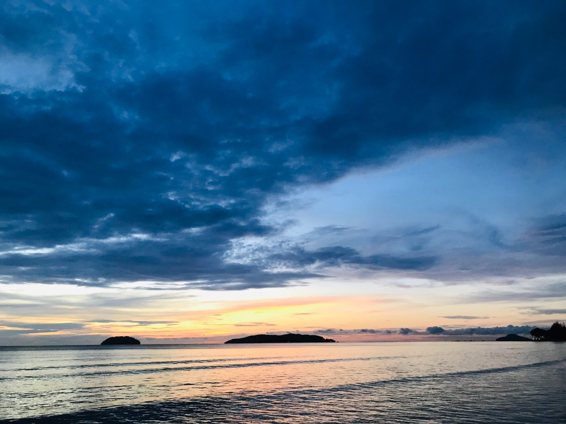The wonderful colors of sunset overy the TanjungAru Beach.