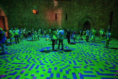 miguel-chevalier-magic-carpets-interactive-virtual-reality-installation-castel-del-monte-italy-designboom-06