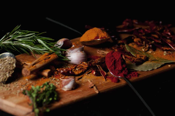 Picture showing different spices including cinnamon, turmeric, paprika, garlic, rosemary