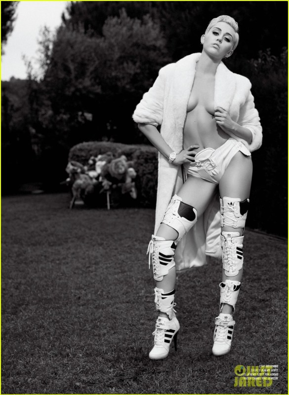 miley-cyrus-poses-totally-naked-for-v-magazine-05