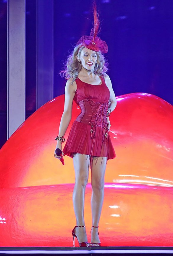 kylie-minogue-first-night-kiss-me-once-tour-11