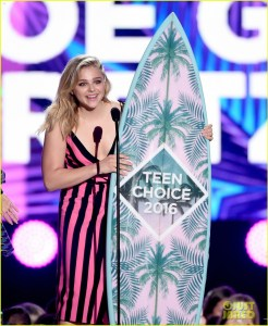 chloe-moretz-brooklyn-beckham-teen-choice-awards-2016-04