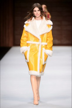 Elisabetta Franchi cappotto giallo sole