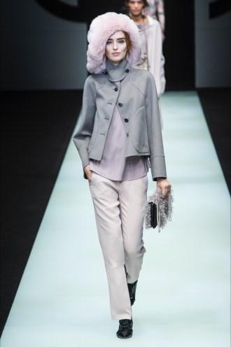 Giorgio Armani grigio più cappello rosa