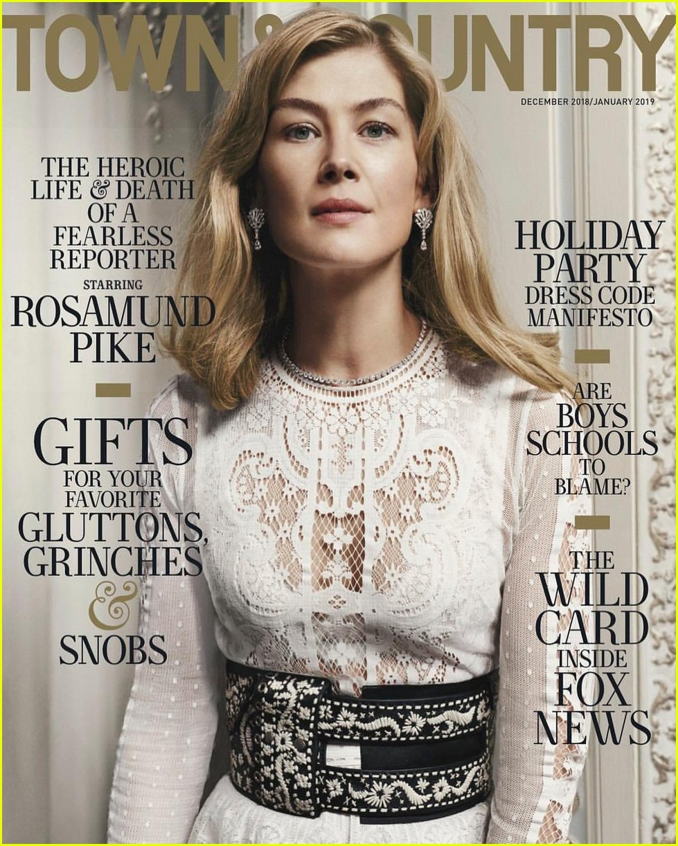 rosamund-pike-town-country-01
