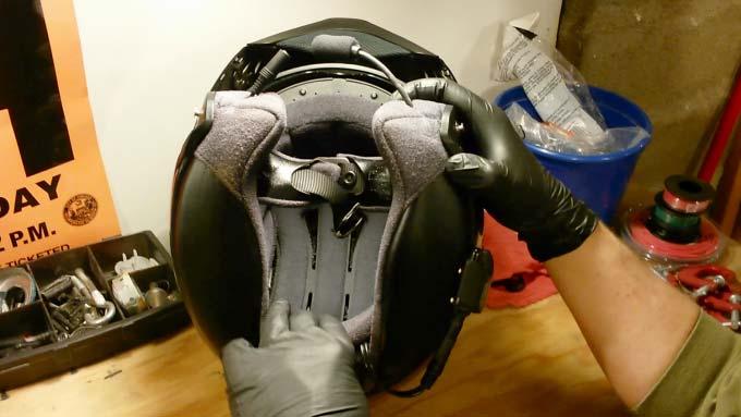 Cómo limpiar un casco de moto por dentro