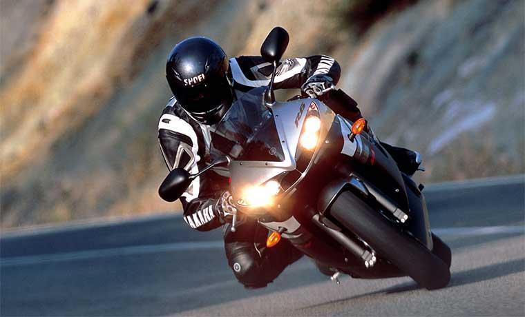 Las luces o faros son partes de la moto imprescindibles