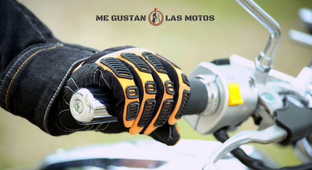 Conoce los controles de la moto: acelerador y frenos