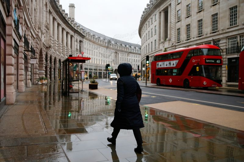 ZSchneeweiss: UK companies increase salaries and still can't find workers