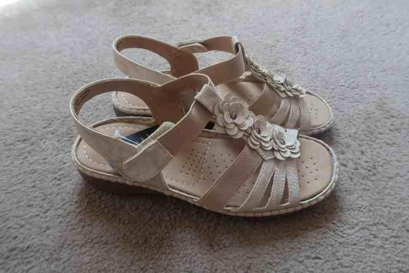 Cushion Walk Flower Detail Sandals