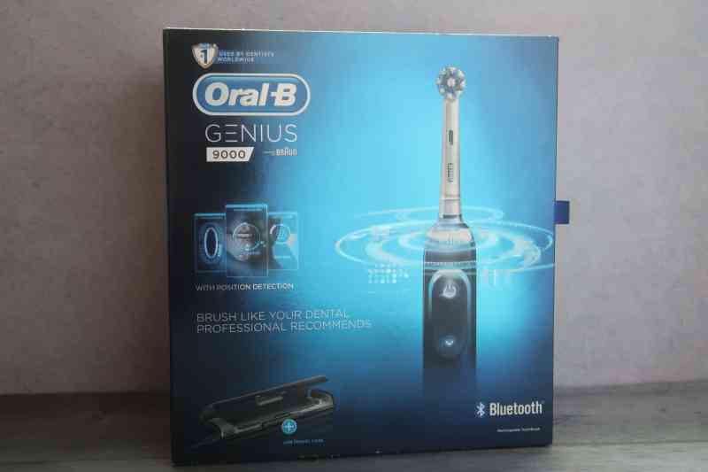 Oral-B GENIUS 9000 electric tooth brush