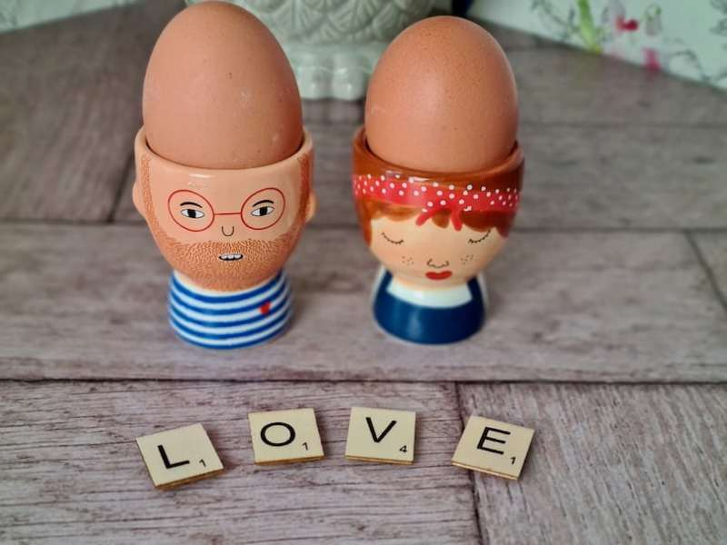 Face egg cups
