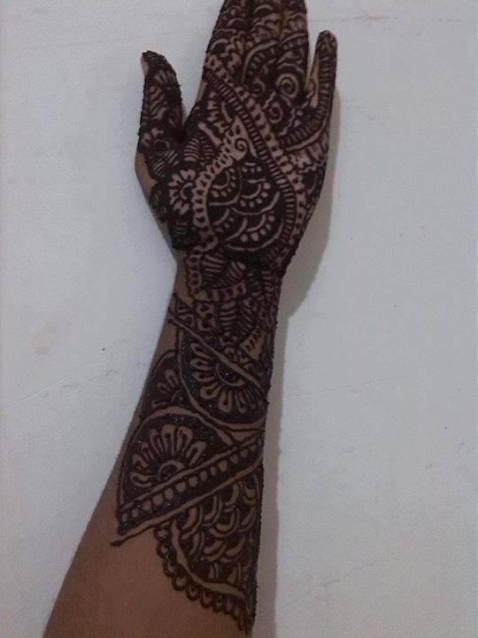 Simple Mehndi designs for left hand dark design full from finger to wrist
