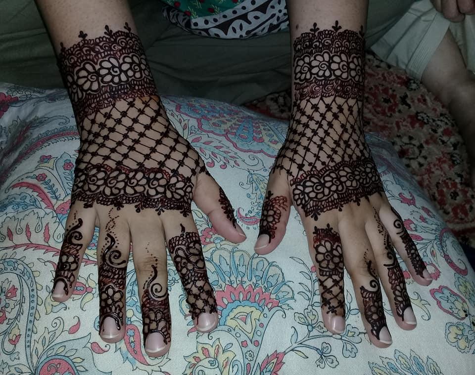 Arabian back hands mehndi designs bridal function simple