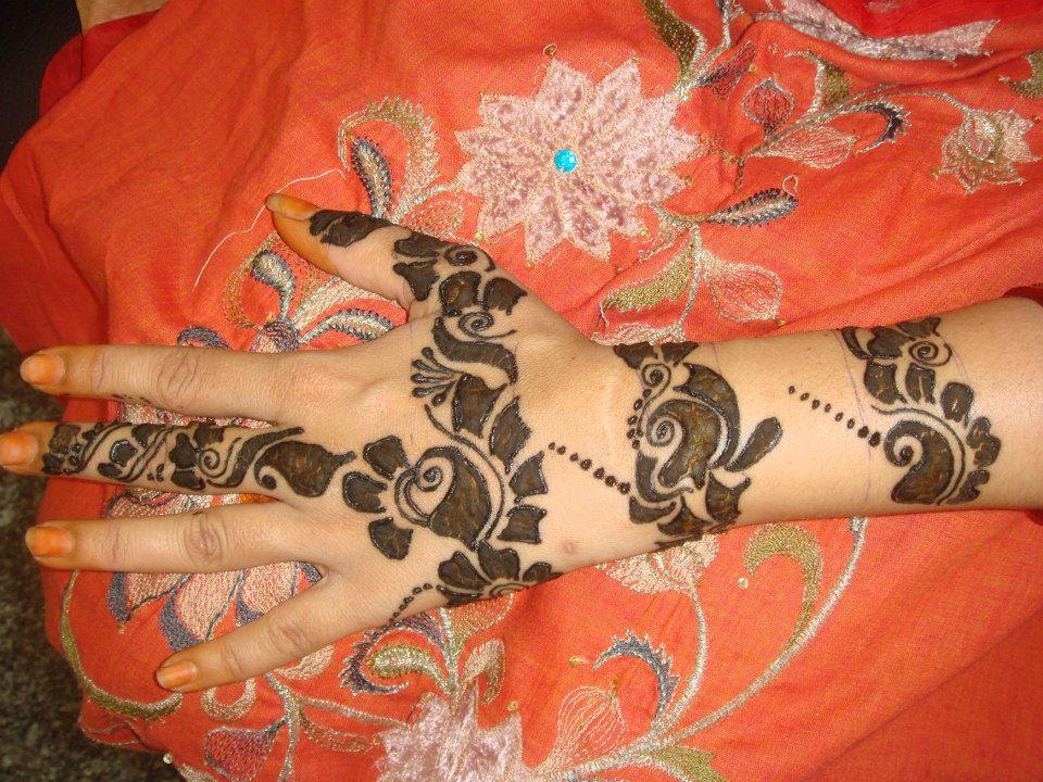 beautiful simple hand mehndi design