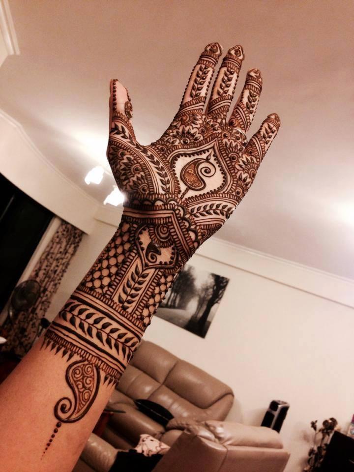 easy left hand Mehndi design for bridal