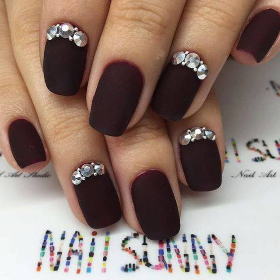 red Reindeer and Snow Manicur