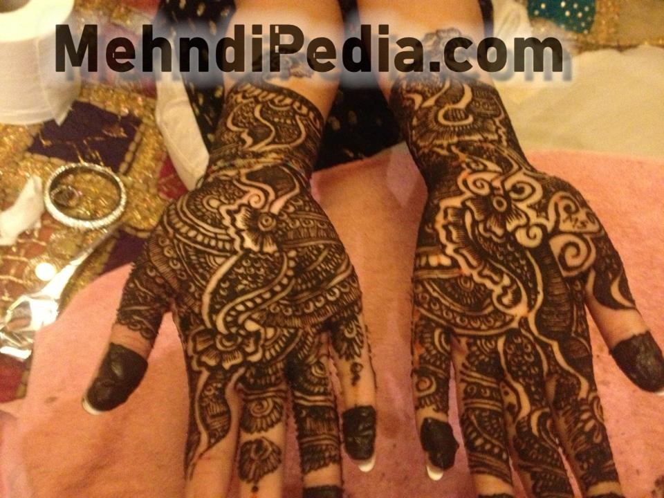 different style mehndi designs on both hand
