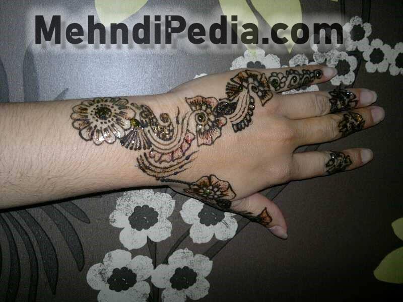 left back hand mehandi desines