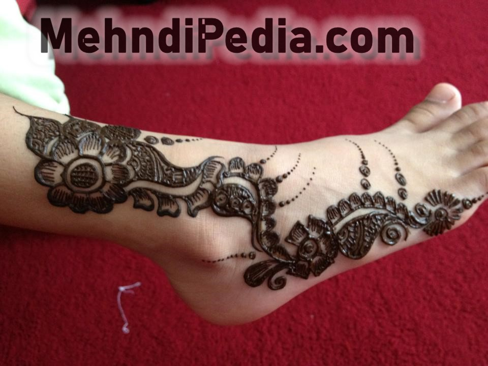 simple and easy mehndi designs for foot