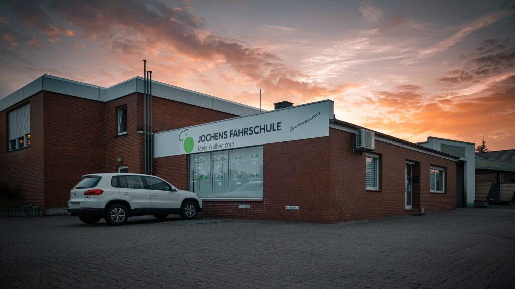 Auto vor Jochens neuer Fahrschule in Ennigerloh