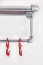 Garderobe aus Stahlrohren, Kee Klamps und Schwerlasthaken