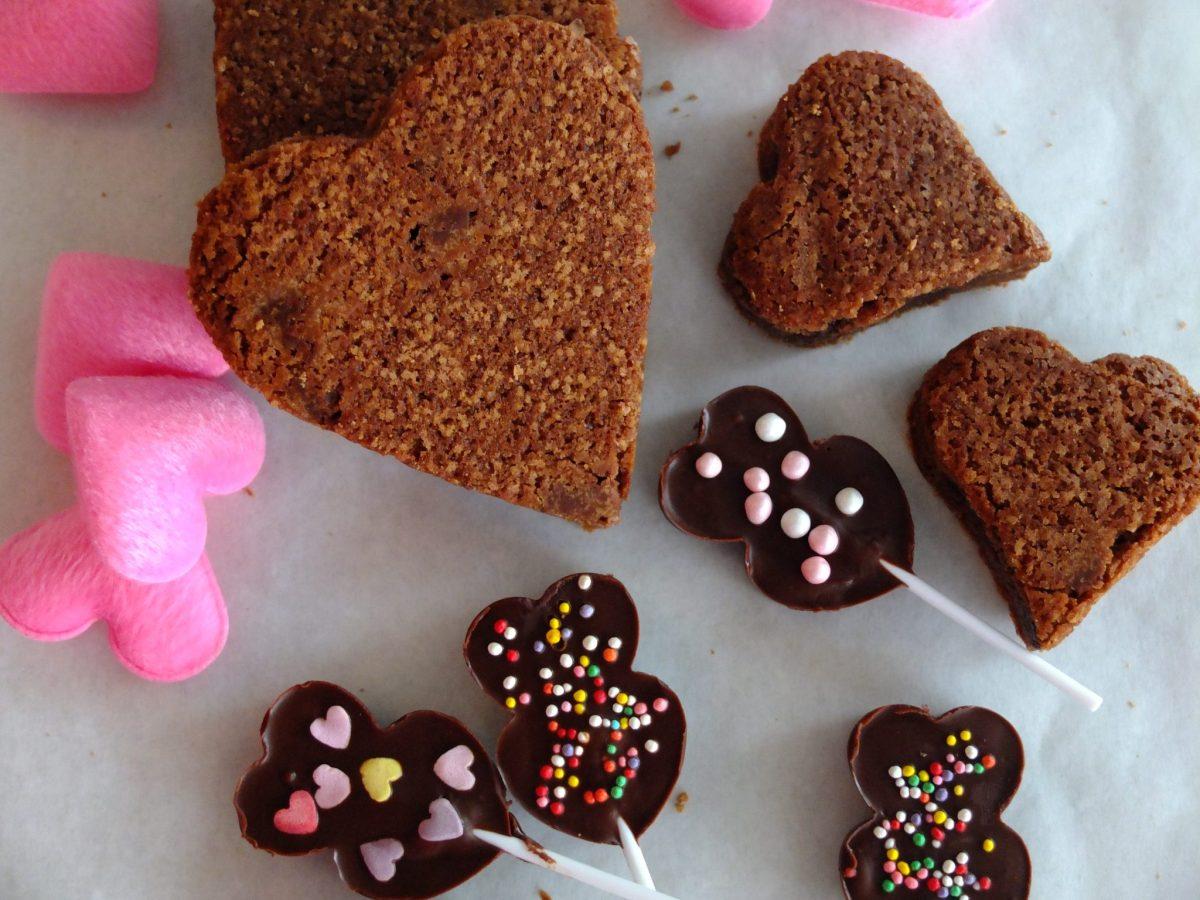 Brownie-Herzen mit Schoko-Stückchen