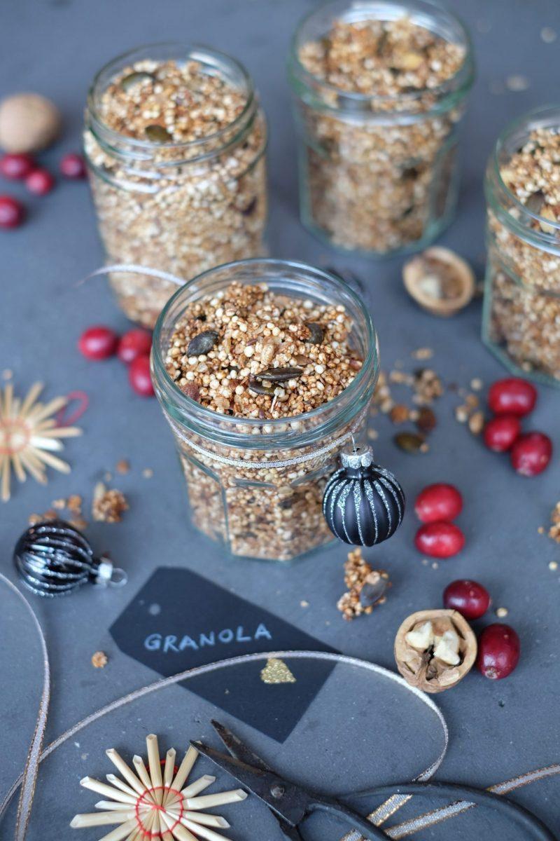Weihnachtliches Granola als Geschenk