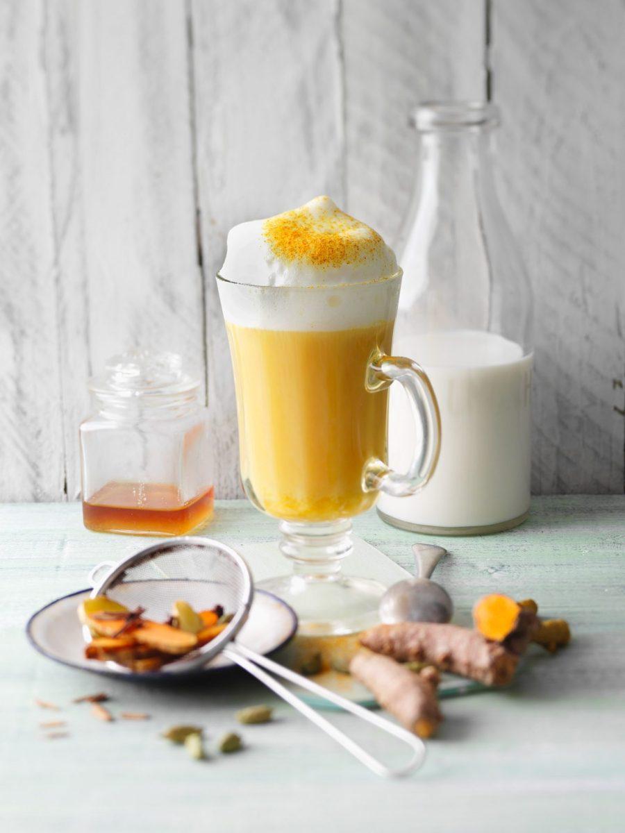 "Kurkuma-Chai-Latte aus meinem Kochbuch ""Kurkuma"""