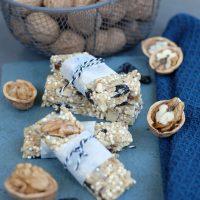 Quinoa-Riegel mit Walnüssen und Sauerkirschen