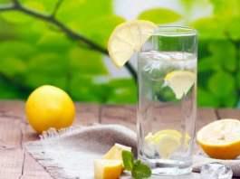 Limonlu su içmenin faydaları nelerdir vücuttaki kanı temizliyor!