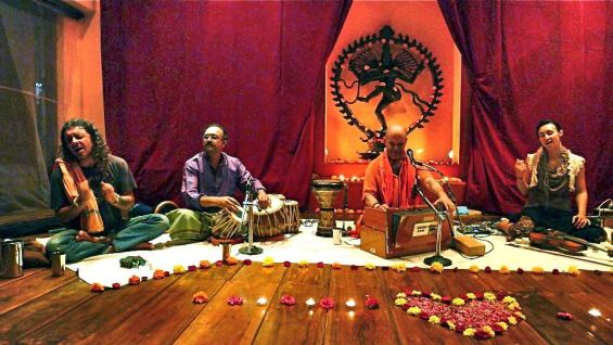 kirtan-with-geoffrey-india
