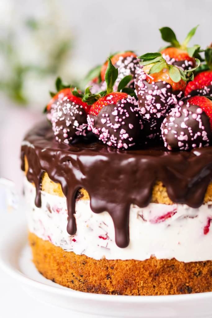 Erdbeer-Stracciatella-Torte-01463
