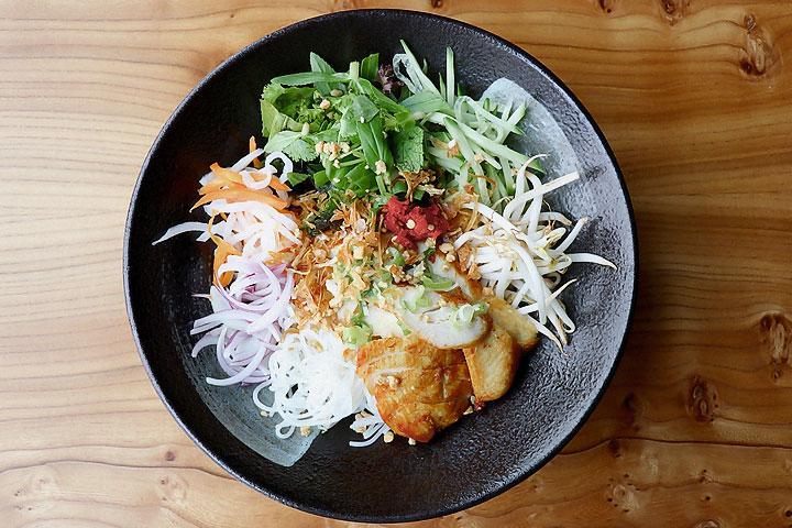 Cochinchina – Vietnamesische Nudelschale mit Hühnchen