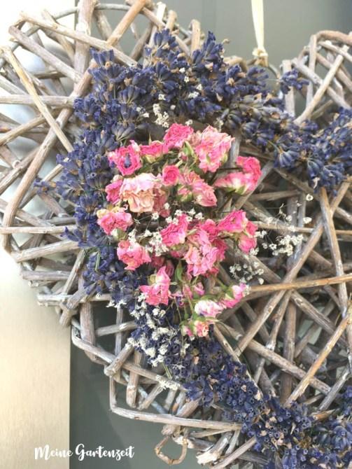 Herziger Kranz mit Lavendel, Rose und Schleierkraut