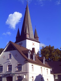 Kirche und ehemalige Stadtbäckerei