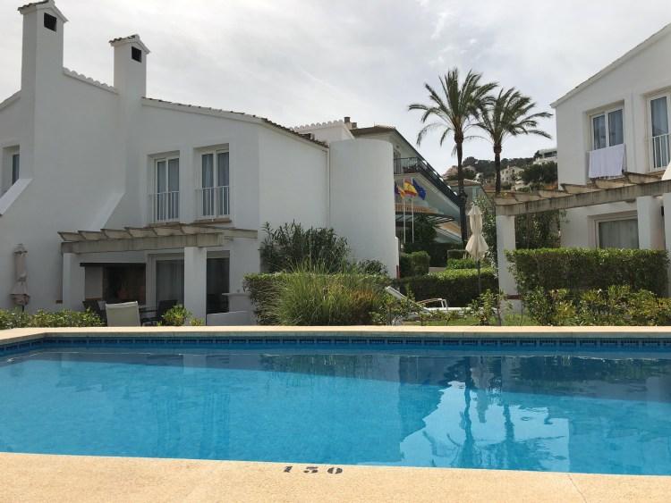 Hotel La Pérgola - Villa am Pool