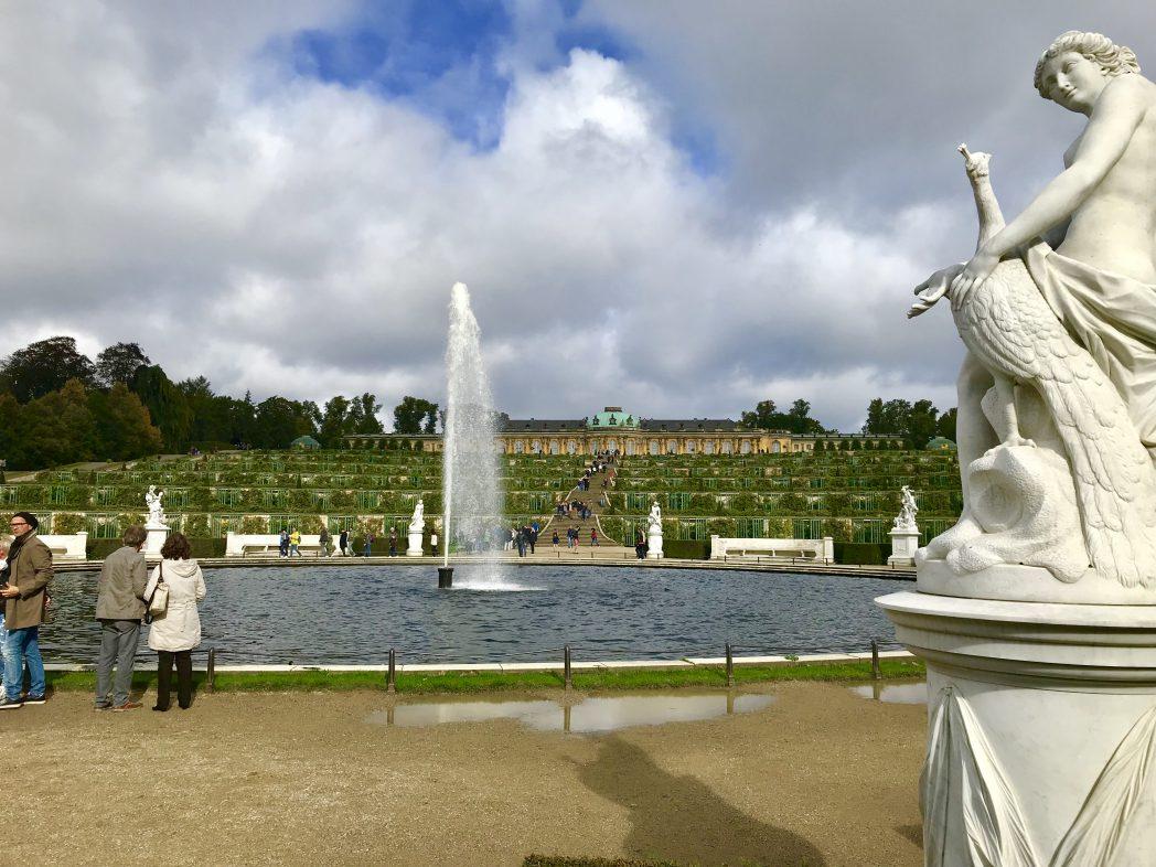 Schloss und Park Sanssouci im Sommer
