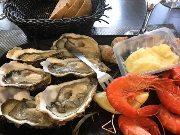 Leckere Meeresküche mit Hafenblick: die Poissonnerie von Port-Vendres an der Côte Vermeille