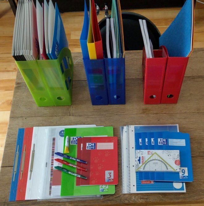Schulmaterial sortiert für jedes Kind