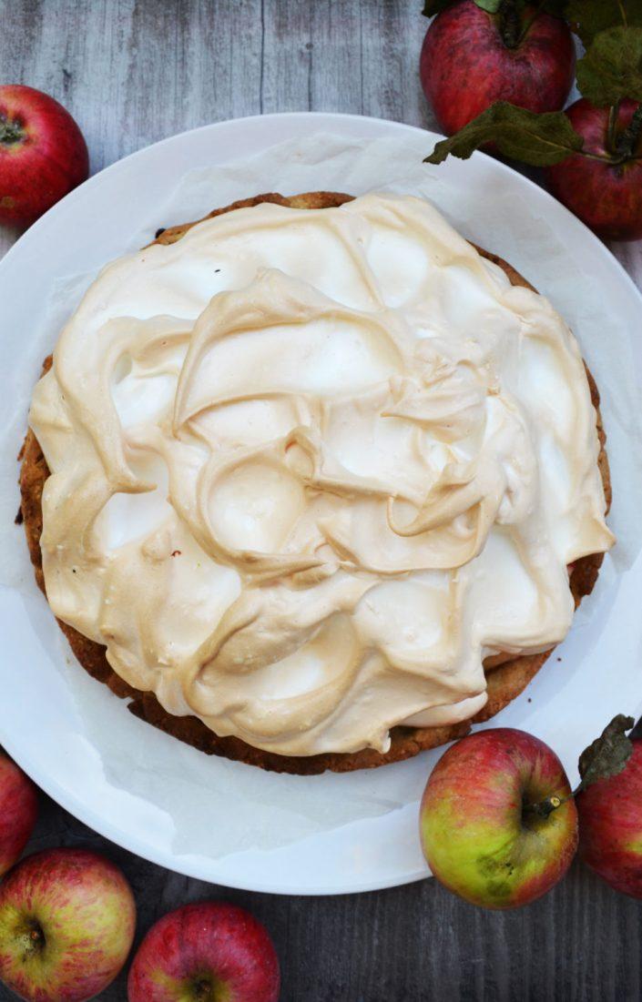 Unser luftiger Liebling! Apfeltorte mit Baiserhäubchen