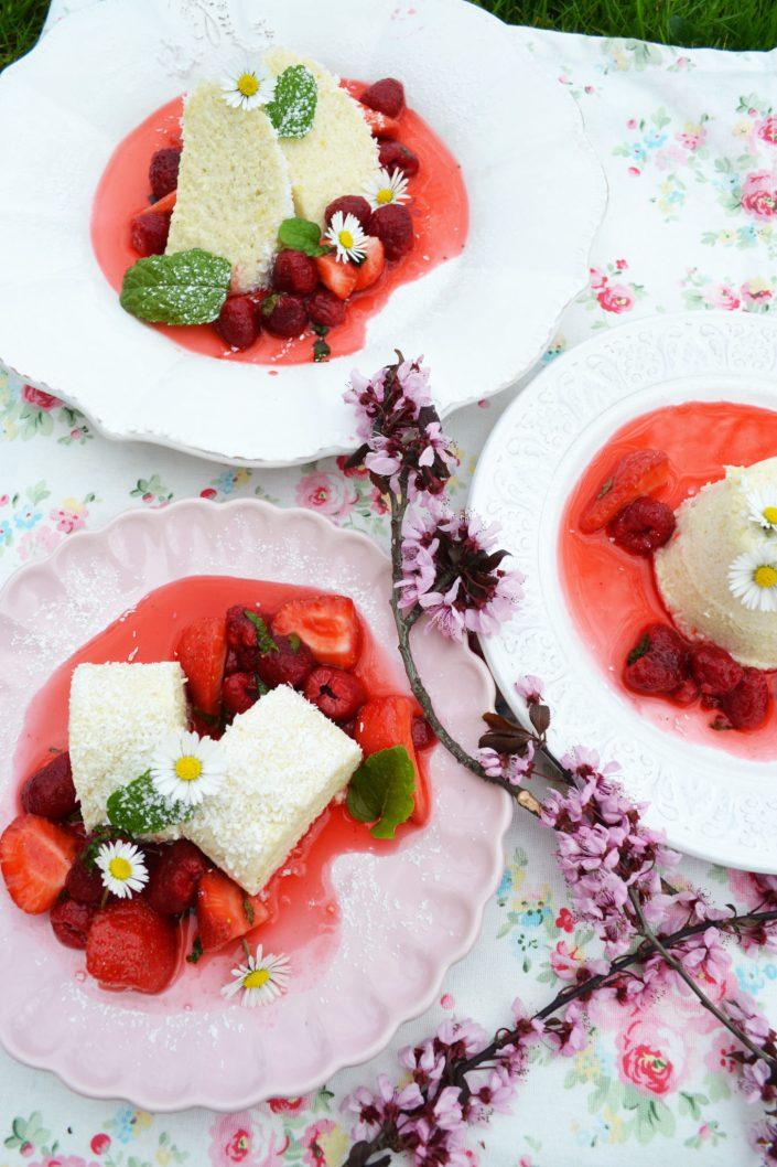 Eine Dessert-Liebeserklärung! Grießflammerie mit Beeren - Holunder - Ragout